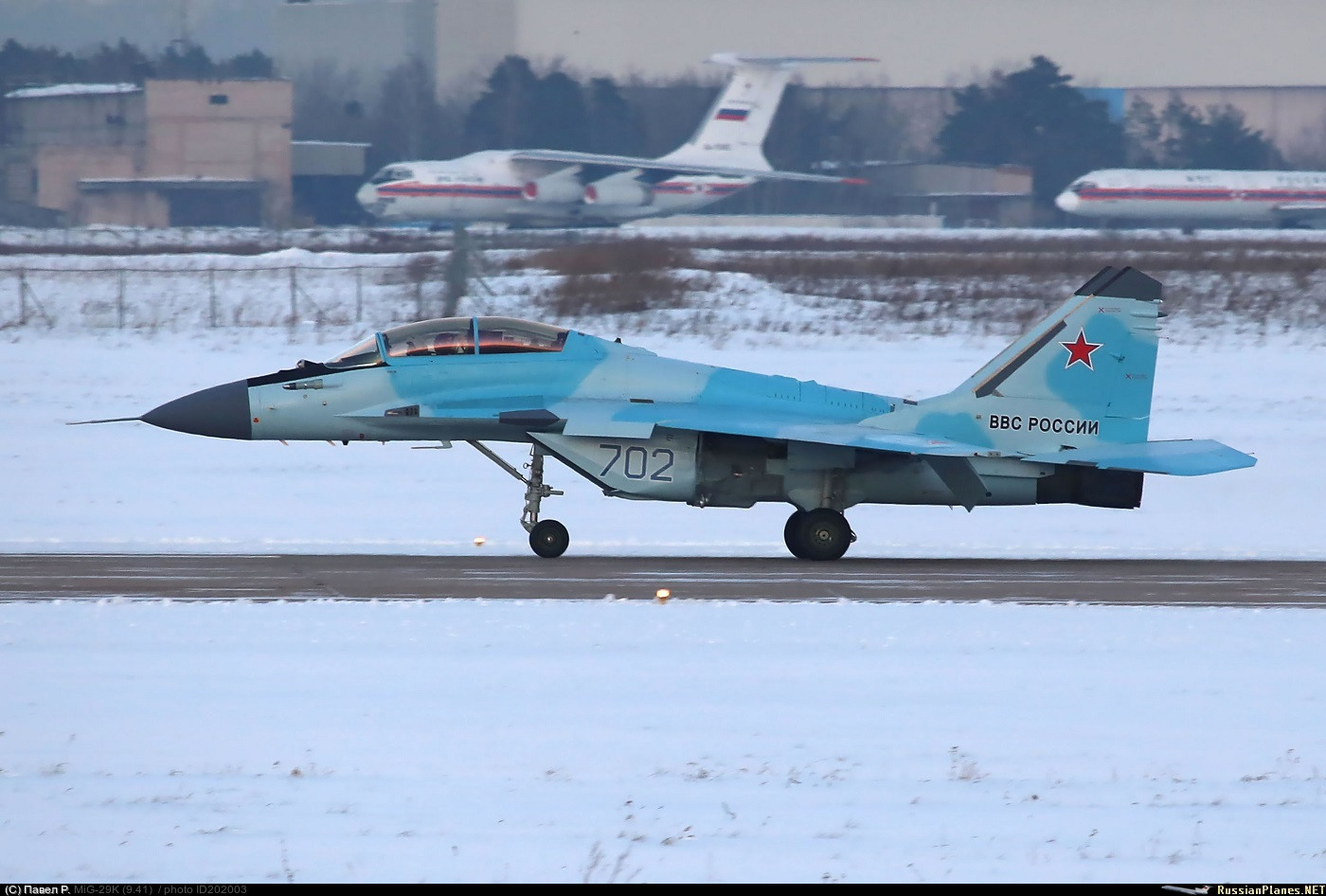 Le nouveau MiG-35 face ses concurrents: atouts et points