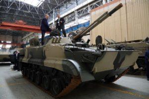 العراق يستلم بضعة دزينات من العربة القتالية الروسية BMP-3. 172a5431-300x200